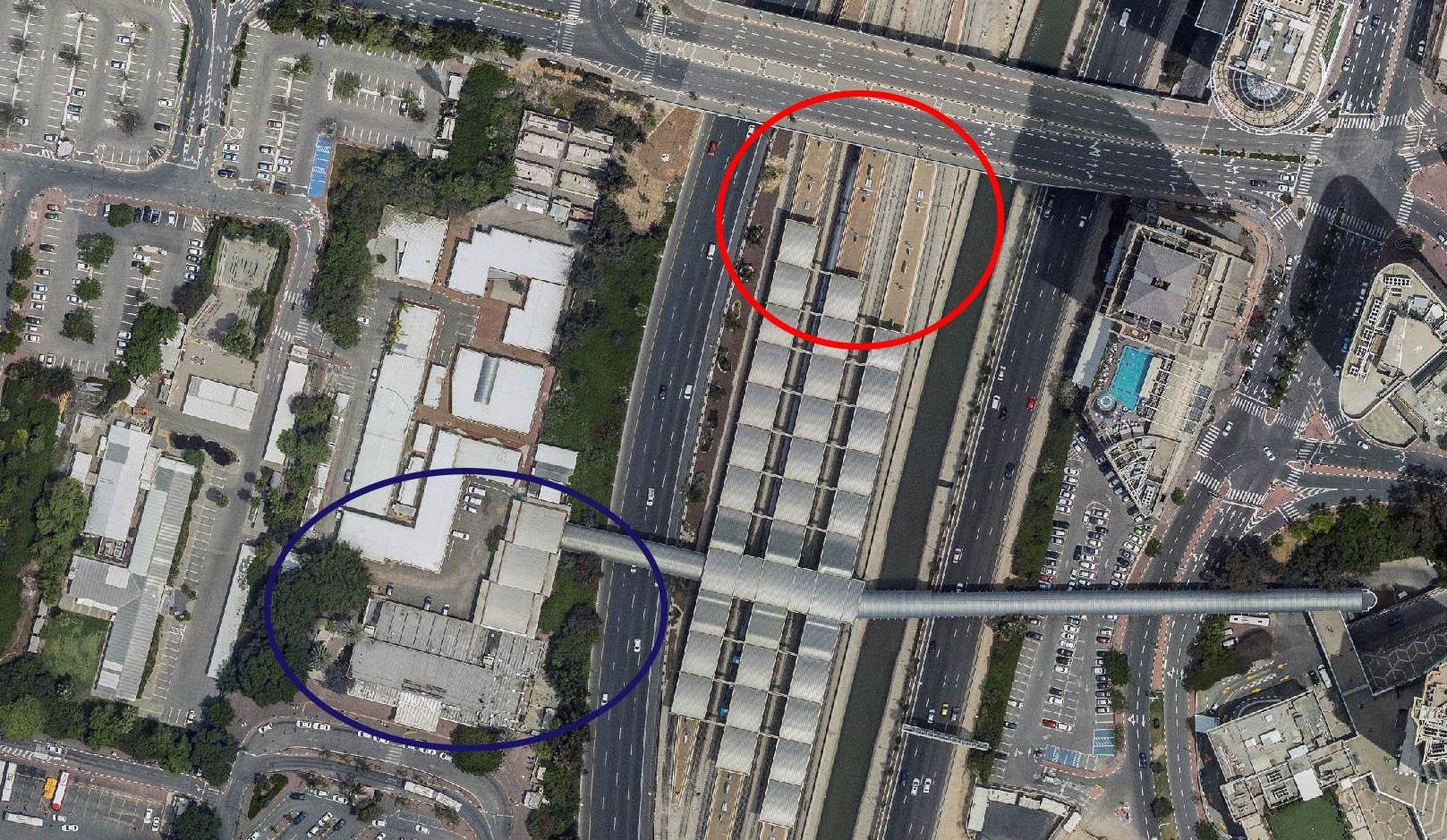 בכחול - אולם הנוסעים הקיים. באדום - מיקום האולם הצפוני החדש