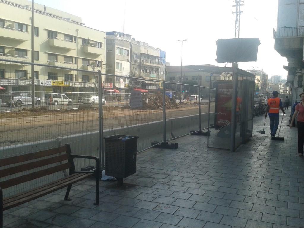 תחנת האוטובוס הזו ביהודה הלוי הועברה לאחרי הצומת עם אלנבי.