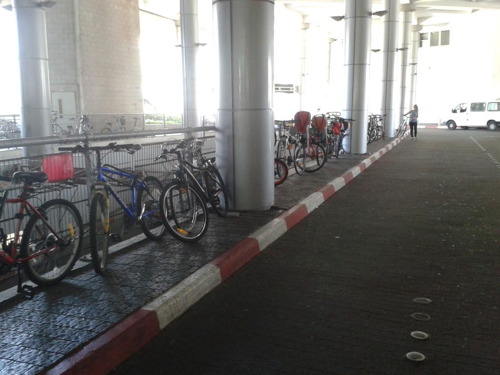 עוד מקום לא נח לקשירת אופניים