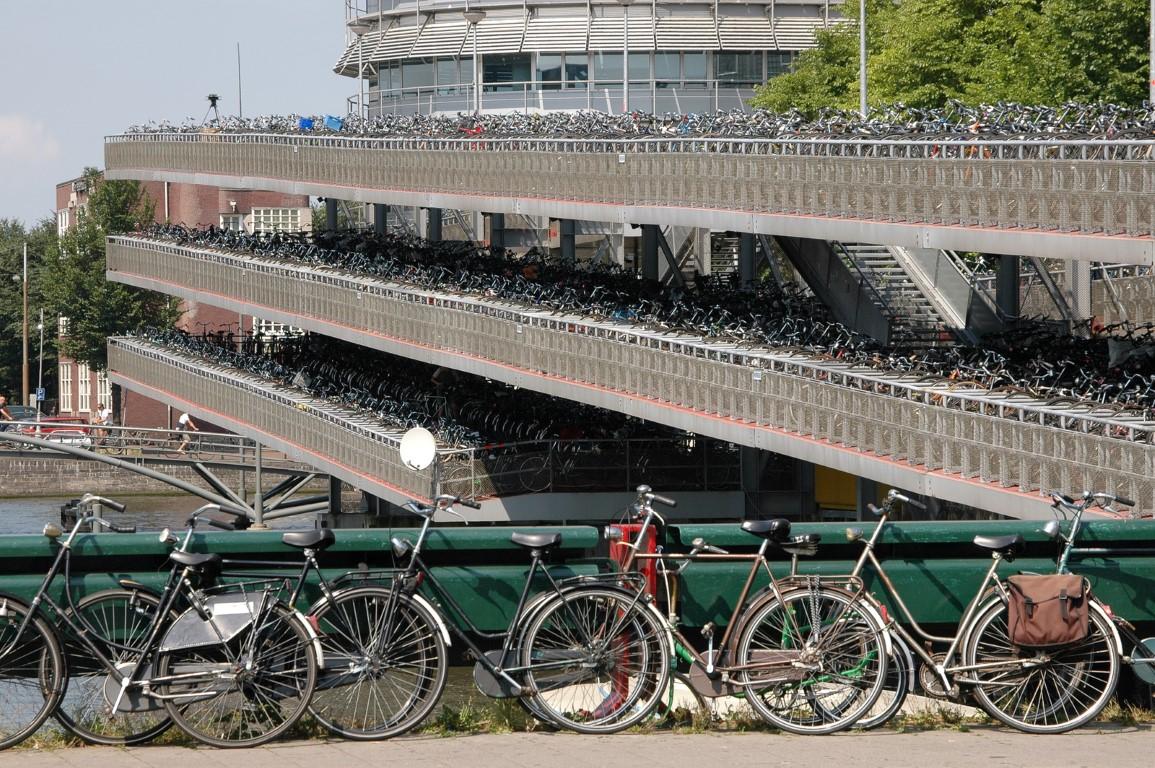 חניון אופניים במפלסים
